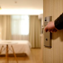 how to earn money booking hotel rooms
